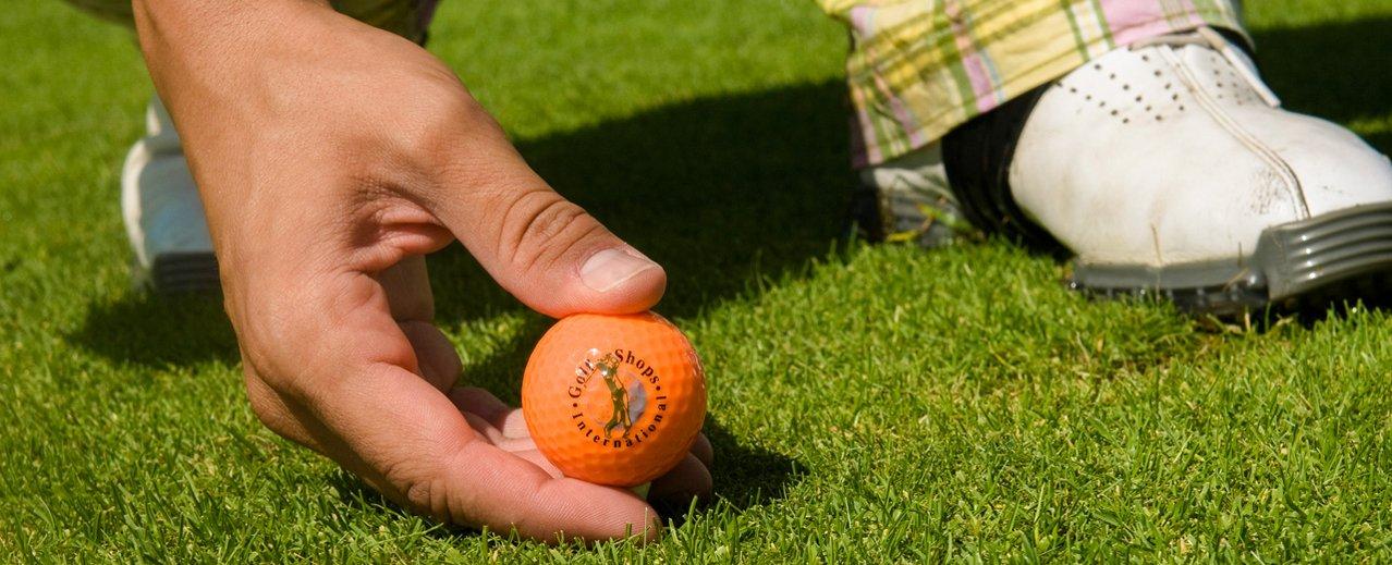 Golfer beim Abschlag im Gasteinertal