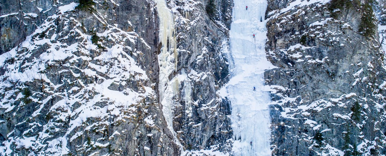 Eiskletterer am Eisfall im Gasteinertal
