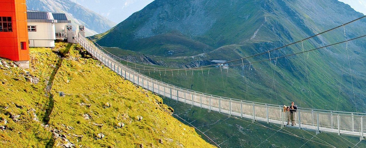 Wanderer auf der Hängebrücke - Stubnerkogel Bad Gastein
